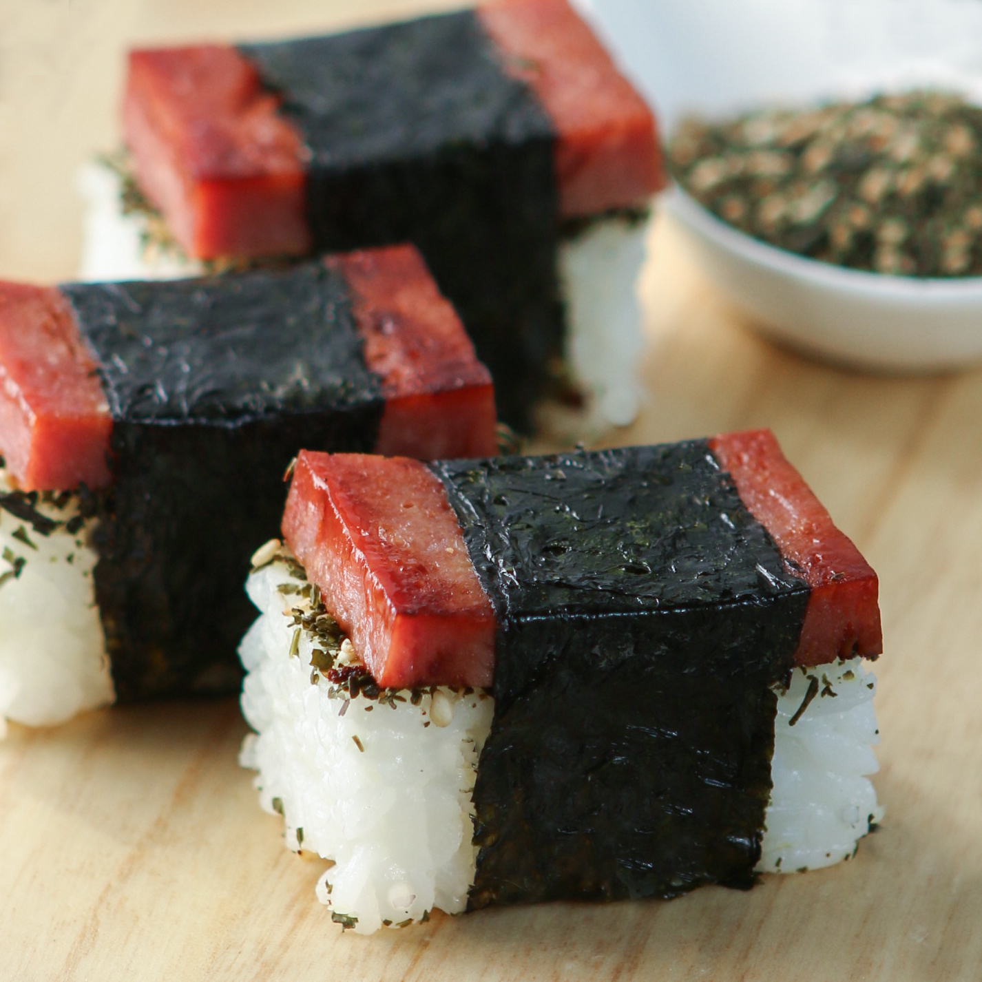 http://www.thirstyfortea.com/wp-content/uploads/2014/05/spam-musubi-4-4.jpg