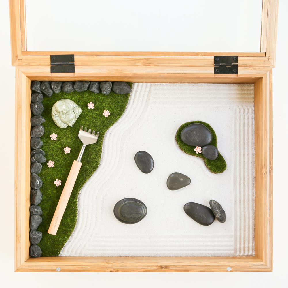 ... dust-free garden, and also creates the aquarium-like illusion of  peering into another world. This Mini Zen Garden makes an intriguing coffee  table ...